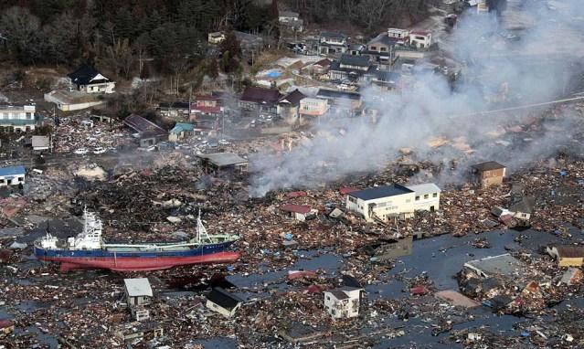 Allah İntikam Alır.,tsunami_ship_before