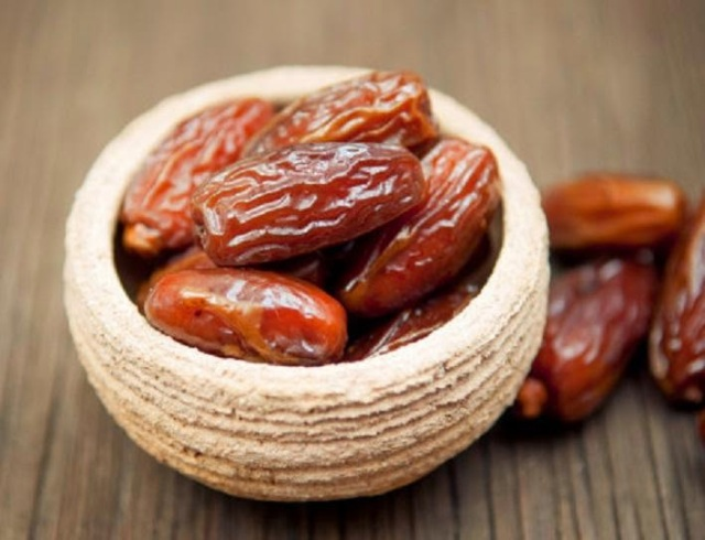Dates-in-Ramadan-Kareem