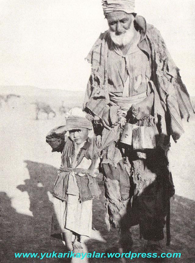 dilencinin-boylesidede-torun-dilenciler-anadolu-1922-copy