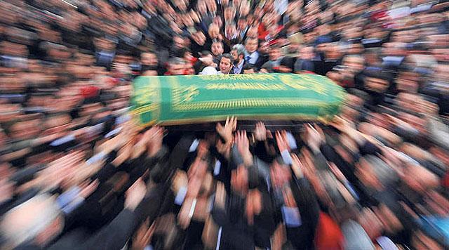 cenaze,Mühim Hatırlatma ( Cenaze Namazında Eller Ne Zaman Bırakılacak )